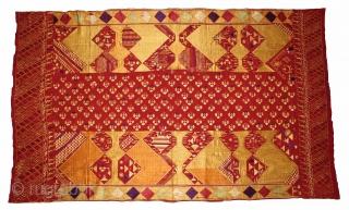 Sarpallu Phulkari From East(Punjab)India called As Sarpallu(Patang Design).Moga District of Punjab India.Floss Silk on Hand Spun Cotton khaddar Cloth.Its size is W-138cm x L-230cm.(DSE03080).