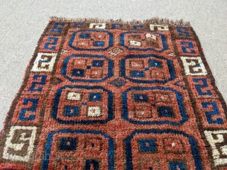 """Small Uzbek bag face. Really soft and thick wool, good dyes. 1'10"""" x 2ft or 56 x 61cm"""
