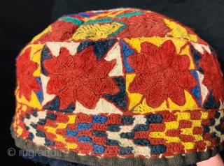 A fully embroidered hat from Central Asia 1880 circa,Diameter 25cm