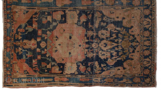 Isfahan rug. very rare. the pattern didn't followed the predesignated pattern. 97* 150 cm