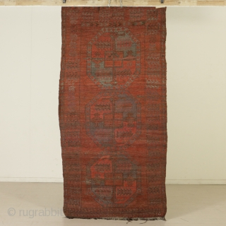 Authentic, genuine, ancient tribal ersari. Iconography of very basic field, almost elemental, only archaic main gul (probably sulliman) no secondary gul. Unusual main border band. Very worn and lived as by photo,  ...