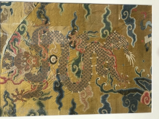 In the late Ming Dynasty and early Qing Dynasty, the bright yellow make-up flower, gold weaving and five clawed Zhenglong embroidery, with the frame size of 56 * 46 cm and the  ...