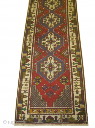Yahyali Turkish, old, 77 x 356 cm, carpet ID: DD-31 In good condition, both edges are finished with 4cm kilim.