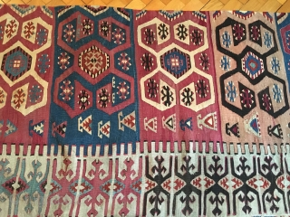 Rare and very fine Anatolian kilim, late 19th / early 20th century. Wear consistent with age and use, 2 bands momentarily sewn the wrong way. With a subtle color scheme. 158 x 310  ...