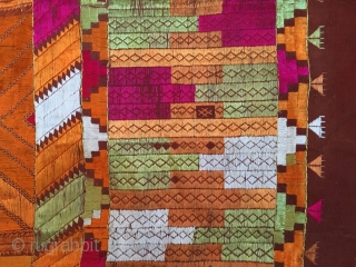 """Beautiful Bagh Phulkari, traditional silk floss embroidery on woven cotton. Textile of Punjab (India). Estimated to be from the early or mid 20th century. In perfect condition! 130 x 226,5 cm 4'2"""" x 7'4"""""""