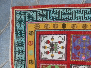 333 x 174 cm is the size of this carpet. Quality:  Oasis of XINJIANG, East-Turkestan, KHOTAN panels. Very, very good condition. Original pattern.  Other photos on request.