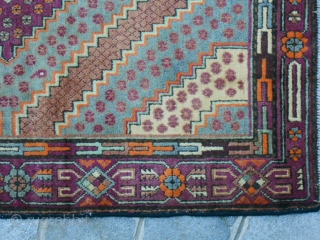 Measures cm. 271 x 165 cm. ANTIQUE CARPET KNOTTED IN CHINA XINJIANG, EAST TURKESTAN, OASI OF KASHGAR. IN VERY, VERY GOOD CONDITION. WASHED AND PROMPT FOR USE. ORIGINAL COLOR FOR THIS ANTIQUE SAMARKAND. OTHER INFO OR  ...