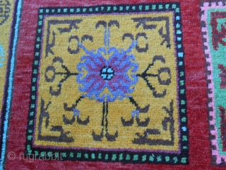 A beautiful and perfect antique OASIS of TURKESTAN, XINJIANG carpet. Original panel pattern for this KHOTAN knotted around 1920/30. A piece like this has been issued in a lot of books of Xinjiang carpets.  ...