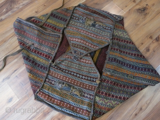 """South Persia, Qashkai tribal migration bedding bag. All wool with mostly natural colors and with leather straps. Circa 1920 -1930. Size : 39"""" X 23""""  - 99 cm X 58 cm"""