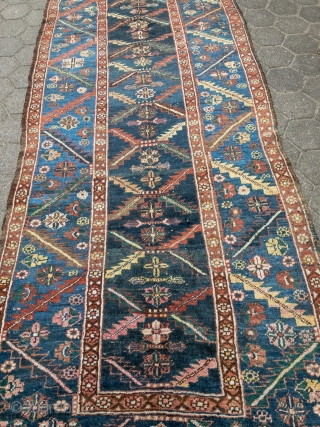 """Antique Persian Heriz / Bakhshayesh long rug with a """"chain saw"""" design, size: ca. 370x130cm / 12'2''ft x 4'3''ft"""