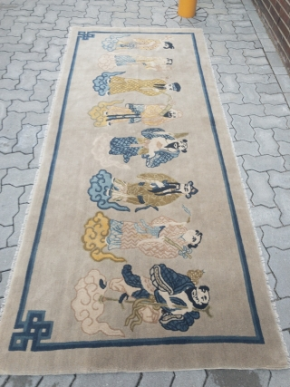 Chinese pictorial rug displaying rulers of different eras, size: ca. 245x105cm / 8ft x 3'5''ft
