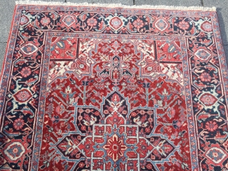 Fine Persian Heriz rug, very good condition, small size: 195x145cm / 6'4''ft x 4'8''ft