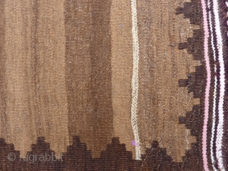 A little minimalist kilim with undyed wool and a lovely abrash, 74x46 cms (K1705467).