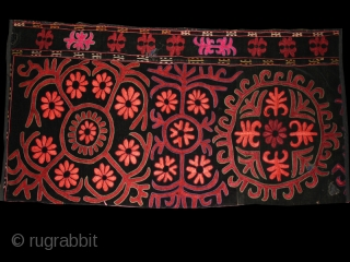 "Tekche (fragment ?)cod. 0664. Silk lacing and chain stitch hand-embroidery on black velvet. Kirghiz people. Central Asia.. Early 20th. century. Very good condition. Cm. 35 x 95 (1'2"" x 3'1"").    ..."