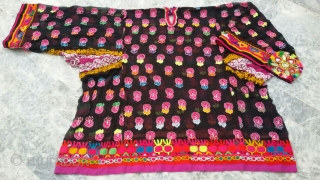 Tribal pashtun vintage woman dress from Pakistan. Very fine hand embroidery.The size is extra large.In it's best condition.