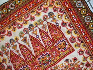 Handmade vintage Indian wall hanging embroidered tapestry 3.1' x 5.5' ( 95cm x 170cm ) 1950s - 1C428