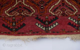 Attractive  1920-30s Yomoud ensi (engsi) in the hatchlu design that is  devoid of the typical mihrab motif, the-so-called Yomut Goklan pattern. Size 170x110cm