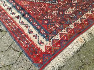 A vintage anatolian Kilim with 200/150 cm. Good condition and fine weaving. Some metal thread highlights. Wonder if its Van or Yörük orign.