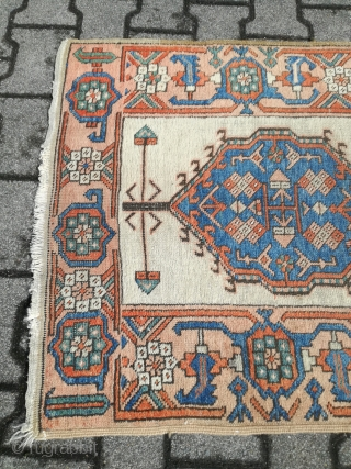 An antique 19th NW/ Iran Heriz / Bakshayesh / Serab runner with 340/84 cm. On wool foundation. Used condition.