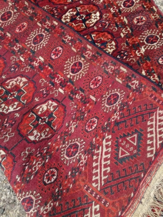 An antique Tekke rug with 140/115 cm. Good shape with some demages.