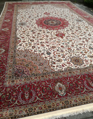 A korkwool with silk on silk Iran Tabriz with 600/400 cm finer than 50 Raj. Never used in private hand. Over 20 years in a showroom. Very good condition.