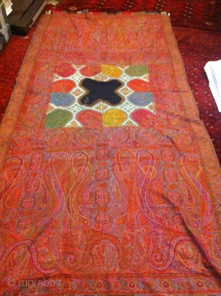 Exceptional Indian Pieced shawl, Great condition, and very unique center, Four season with beautiful colours. Very fine embroidery.
