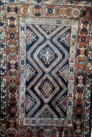 Kaukasus, Armenia, Bordjalou. ca 1920-1940.  Wool on wool.  170 x 112 cm. 5.6 ft. x 3.7 ft.   Beautiful main border with 'crab'ornament on a brouw/red field with a lot of abrash.  Flanked  ...