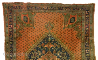 Antique medaillon Ushak, Anatolia.  Last photo is the Chastleton-ushak in a museum in Lancashire, UK.  Very simular. That one is estimated 17th century.    size: 276 x 375 Cm. 9.2 ft. x 12.5  ...
