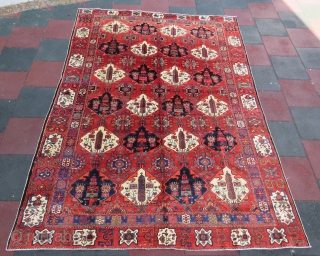 Persian bakhtiari rug wonderful colors , excellent condition all original and very fine quality size 2,96x2,20 cm Circa 1900-1910   if you want to see more pictures please request l will be  ...