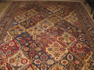 An old Vase motif carpet in mint condition, size: 10.5 x 7.8 feet.