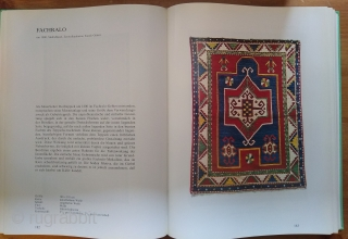 Antike Orientalische Knupfkunst 1978, Franz Bausback, Very good condition - unmarked. A fabulous collection of rugs. 544 pp. 325 color plates. 8 x 11 Hardback