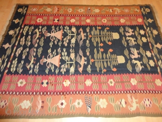 Very  rare  antique and  dekorative Thracian Kelim , round 1900   175 X 231 cm. Few inconspisus  stains on  the left border , otherweis   very good   ...
