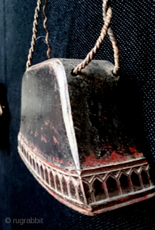 Antique Burmese or Cambodian carved wood large animal bell  Beautifully carved from extremely dense hard wood with detailed repeated niche motifs around the bottom edge and excellent patina. There are five internal strikers  ...
