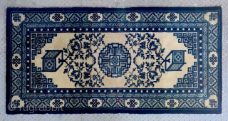 """No.Lu15 * Chinese Antique """"Vase Design"""" Rug,Size: 93x183cm(37""""x72"""").Origin: Baotou.Shape: Rectangle.Background Color:Off-whites,lvory . Shou(longlife) medallion, field with two vases of peony flowers. Three borders: Pearl, Zig-zag, Eternal knots. Cotton warp and weft."""